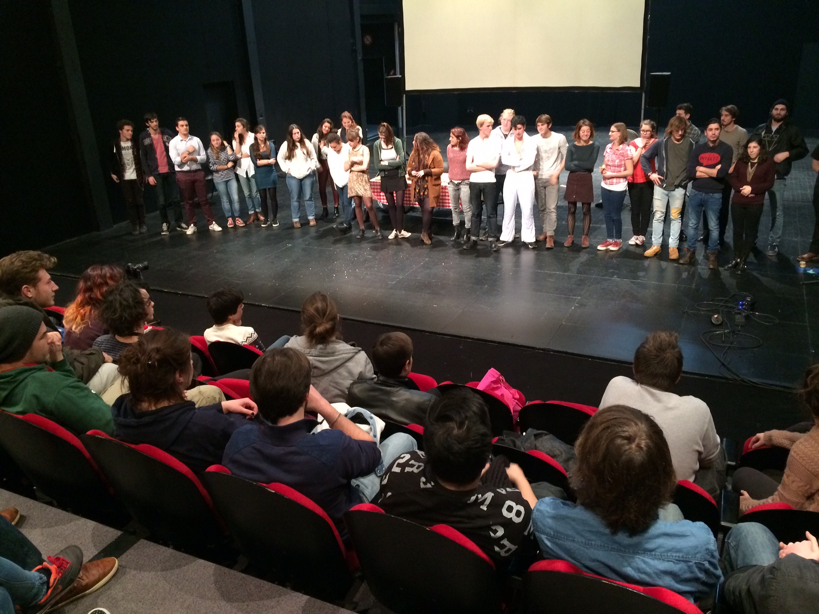 Présentation de travail au Théâtre des Cordes par les étudiants en L1 Arts du spectacle